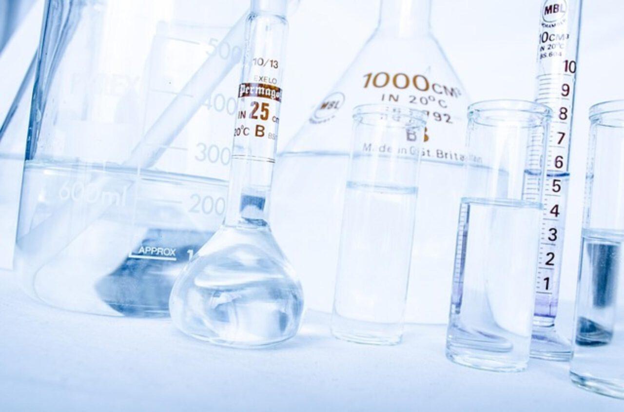 Praca w laboratorium kryminalistycznym jest możliwa po odpowiednich studiach